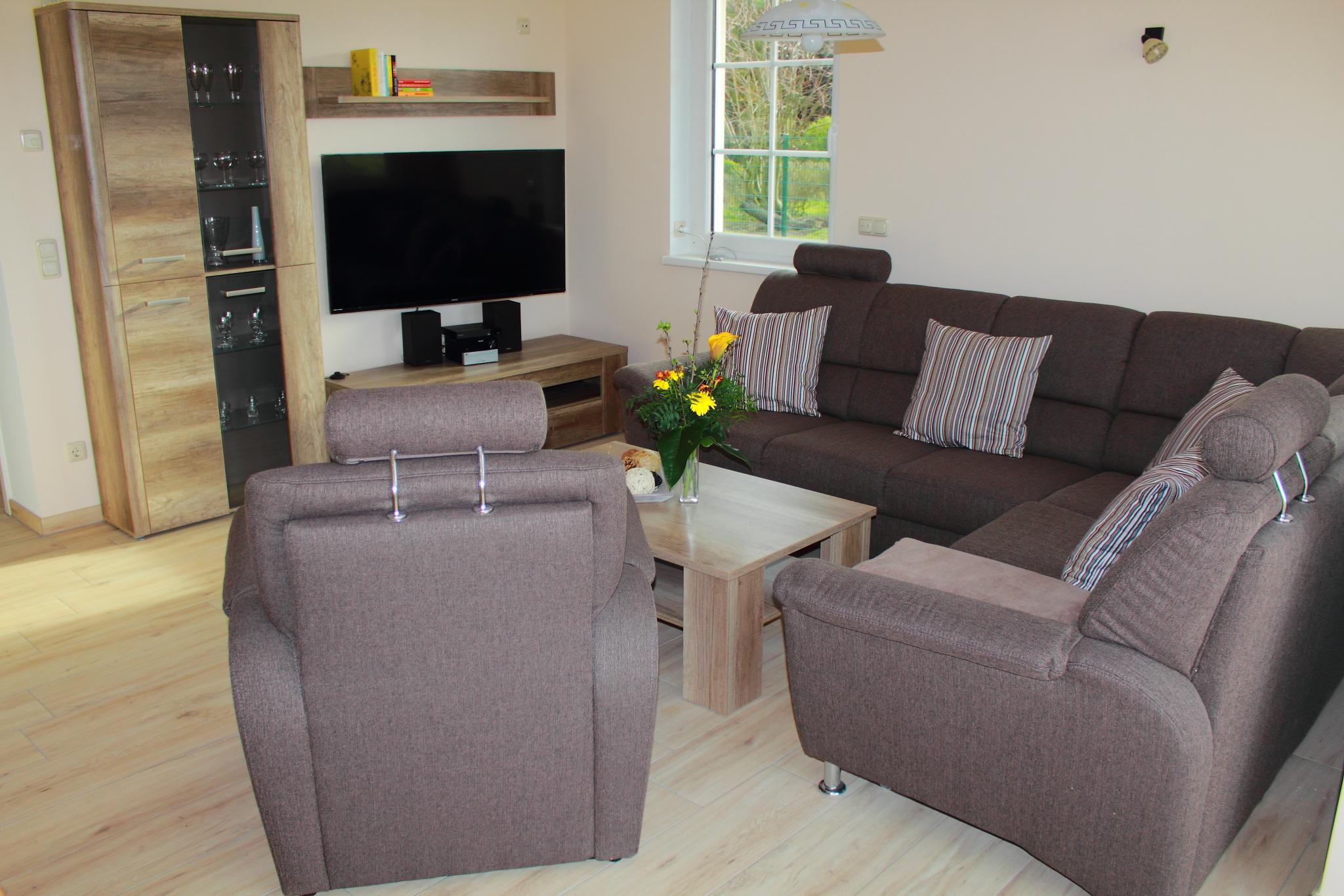 wohnzimmer mit integriertem essbereich. Black Bedroom Furniture Sets. Home Design Ideas